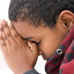 child-praying-giving-thanks